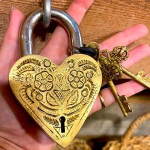 """RARE AND STUNNING """"HEART"""" LOCK AND KEYS FROM NEPAL"""